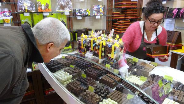 巴黎平價連鎖巧克力 De Neuville – 送禮自用兩相宜