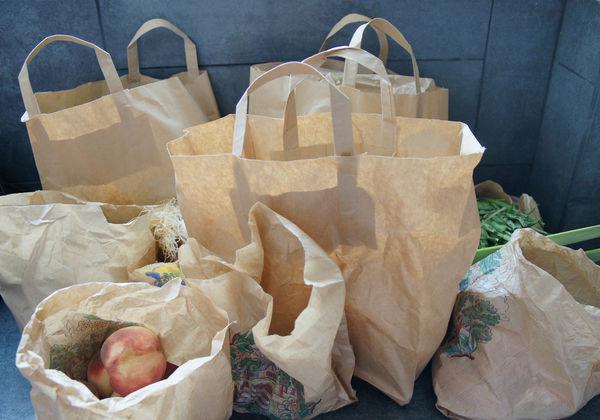 巴黎買菜不再給塑膠袋