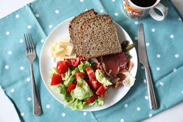 黑豬肉片番茄沙拉早午餐